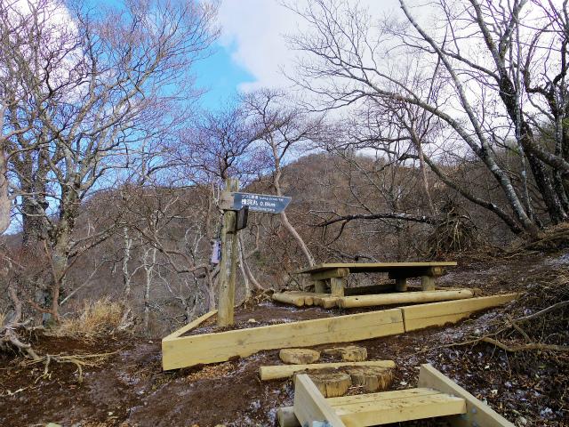 檜洞丸(ツツジ新道)登山口コースガイド ベンチ【登山口ナビ】