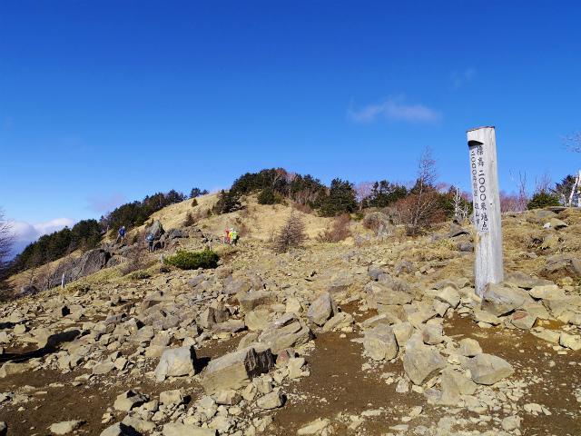 大菩薩嶺(大菩薩峠~唐松尾根周回)登山口コースガイド 標高2000m標柱【登山口ナビ】