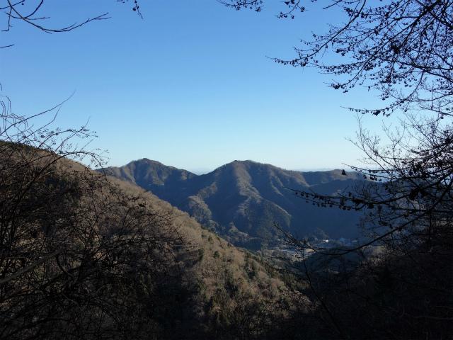 三峰山(物見峠~不動尻周回)登山口コースガイド トラバース道からの仏果山と経ヶ岳【登山口ナビ】