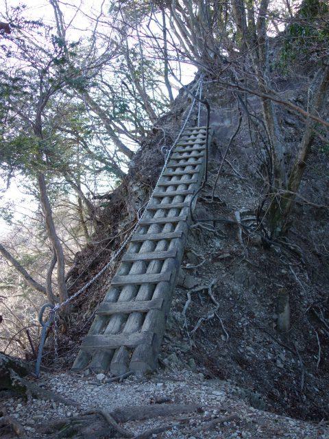 三峰山(物見峠~不動尻周回)登山口コースガイド 鎖場や梯子の連続【登山口ナビ】