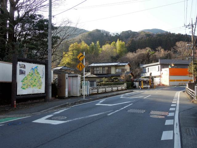 三峰山(物見峠~不動尻)登山口コースガイド 煤ケ谷バス停【登山口ナビ】