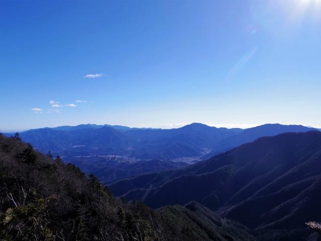 三ツ峠山(本社ヶ丸~清八山) 本社ヶ丸山頂からの御正体山と丹沢山地【登山口コースガイド】