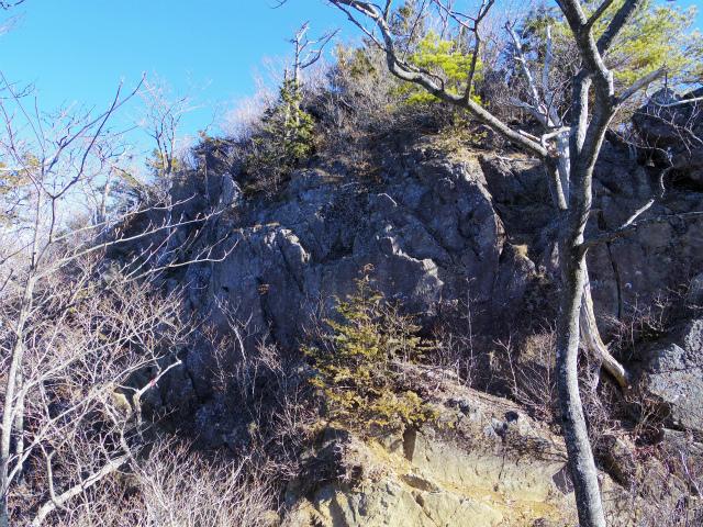 三ツ峠山(本社ヶ丸~清八山) 本社ヶ丸山頂直下の岩場【登山口コースガイド】