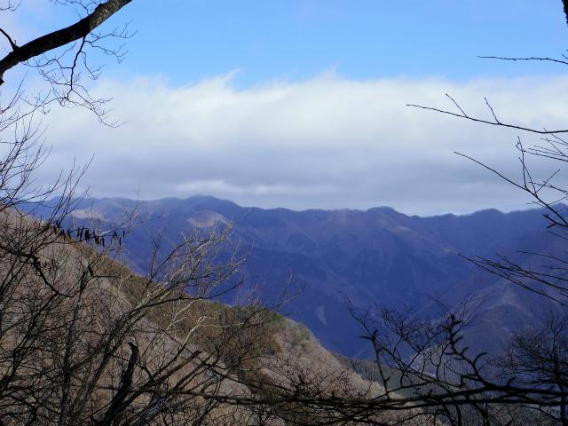 鷹ノ巣山(六ツ石山~石尾根縦走路)登山口コースガイド 都県界尾根【登山口ナビ】