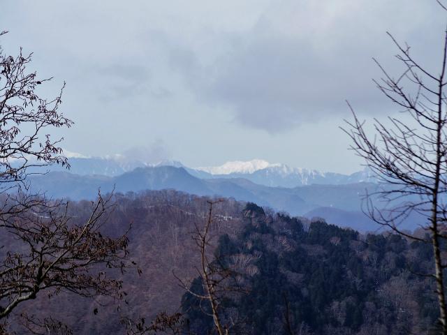 鷹ノ巣山(六ツ石山~石尾根縦走路)登山口コースガイド 六ツ石山山頂からの南アルプス【登山口ナビ】