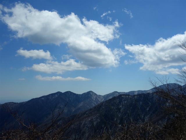 黍殻山(釜立林道~青根分岐)登山口コースガイド 東海自然歩道から丹沢三峰の眺望【登山口ナビ】