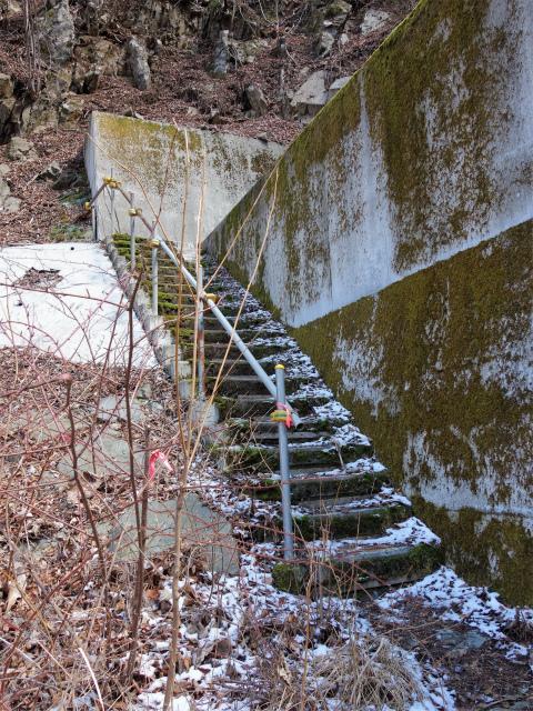 黍殻山(釜立林道~青根分岐)登山口コースガイド 堰堤の階段【登山口ナビ】