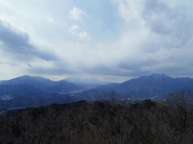 高川山(男坂/女坂~沢コース)登山口コースガイド 高川山山頂から御正体山・三ツ峠と富士山の眺望【登山口ナビ】