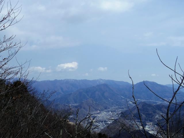 高川山(男坂/女坂~沢コース)登山口コースガイド 高川山山頂から奥多摩の眺望【登山口ナビ】