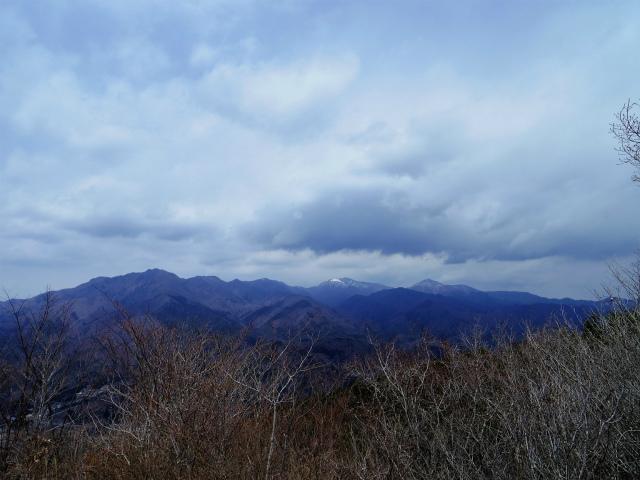高川山(男坂/女坂~沢コース)登山口コースガイド 高川山山頂から大菩薩連嶺や雲取山の眺望【登山口ナビ】