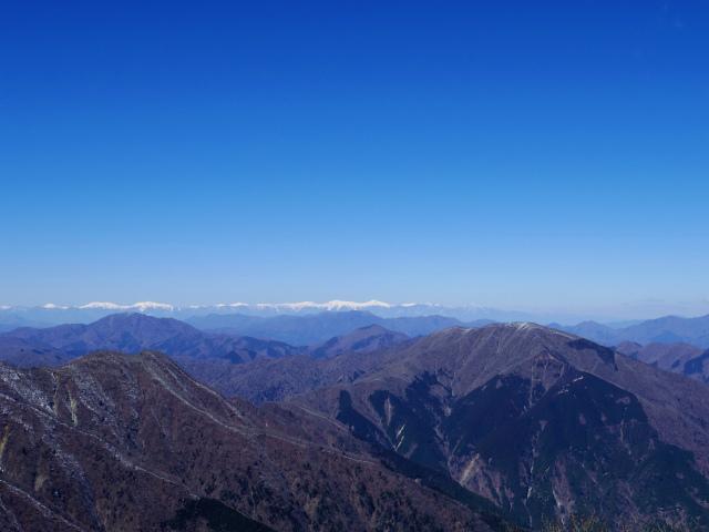 蛭ヶ岳(八丁坂ノ頭~姫次)コースガイド 蛭ヶ岳山頂からの南アルプス稜線【登山口ナビ】