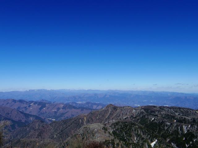 蛭ヶ岳(八丁坂ノ頭~姫次)コースガイド 蛭ヶ岳山頂からの奥多摩・奥秩父山塊の眺望【登山口ナビ】