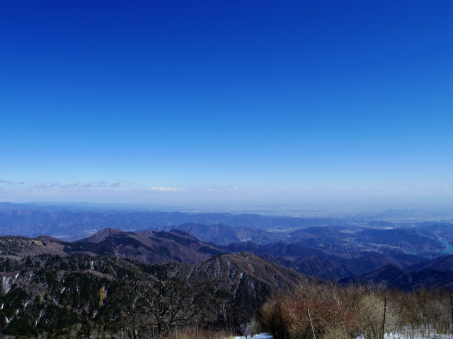 蛭ヶ岳(八丁坂ノ頭~姫次)コースガイド 蛭ヶ岳山頂からの宮ケ瀬湖方面の眺望【登山口ナビ】