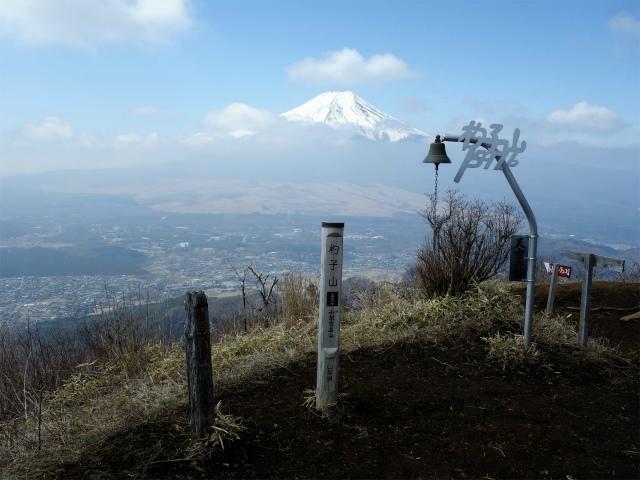 杓子山(鳥居地峠~高座山)登山口コースガイド 杓子山山頂の天空の鐘【登山口ナビ】