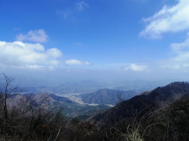 杓子山(鳥居地峠~高座山)登山口コースガイド 杓子山山頂からの都留市街の眺望【登山口ナビ】