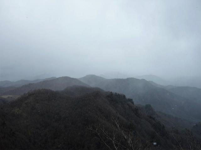 曲岳・黒富士(観音峠大野山林道コース)登山口コースガイド 升形山山頂からの大菩薩連嶺【登山口ナビ】