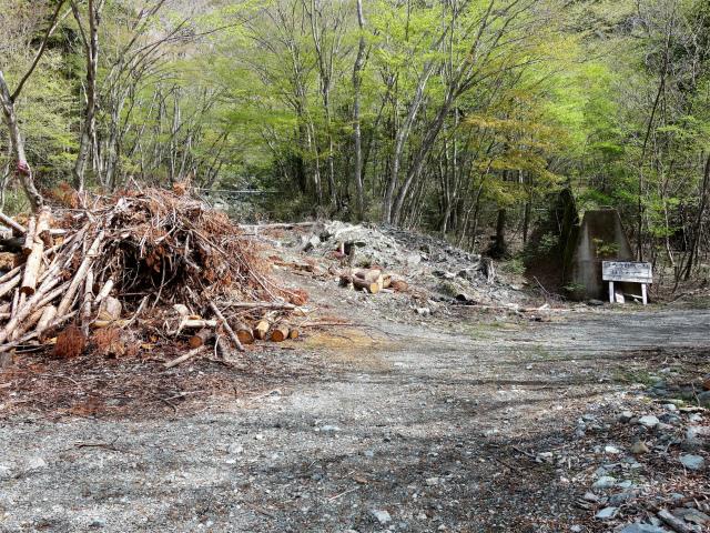 毛無山(不動の滝コース)登山口コースガイド 林道分岐【登山口ナビ】