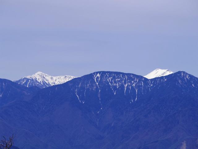 毛無山(不動の滝コース)登山口コースガイド 稜線分岐の岩の展望台からの上河内岳・聖岳【登山口ナビ】