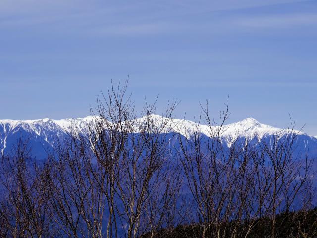 毛無山(不動の滝コース)登山口コースガイド 稜線分岐の岩の展望台からの白根三山【登山口ナビ】