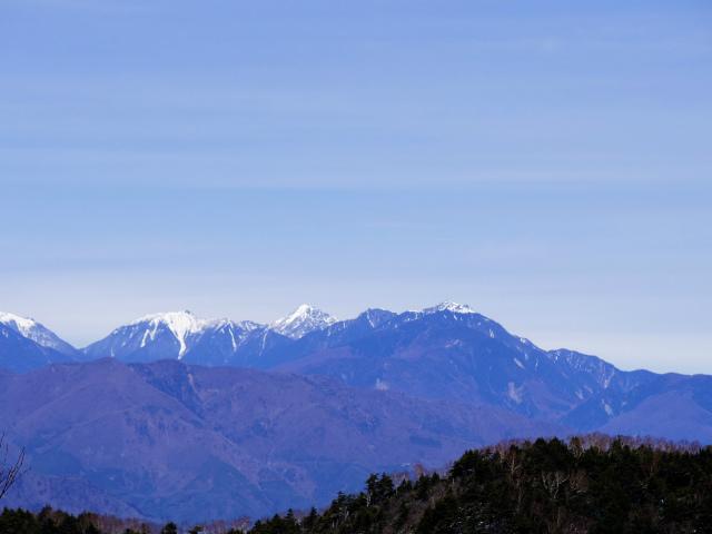 毛無山(不動の滝コース)登山口コースガイド 稜線分岐の岩の展望台からの仙丈ケ岳・甲斐駒ヶ岳・鳳凰三山【登山口ナビ】