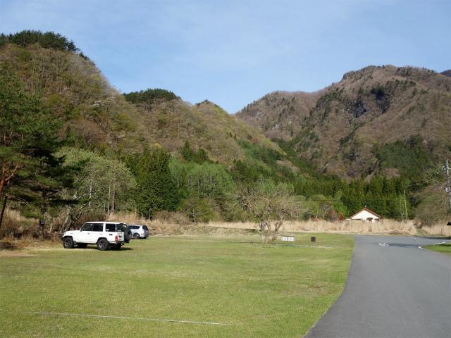 王岳(西湖根場~鍵掛峠周回)登山口コースガイド 西湖いやしの里根場登山者用駐車場【登山口ナビ】