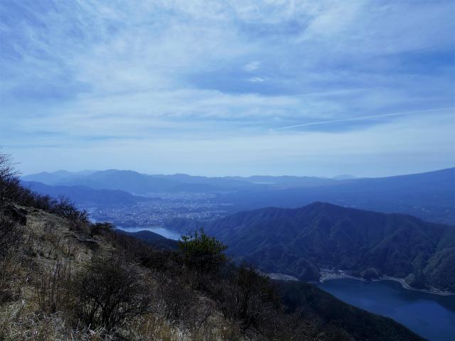 鬼ヶ岳(雪頭ヶ岳~鍵掛峠周回)登山口コースガイド 展望地からの山中湖の眺望【登山口ナビ】