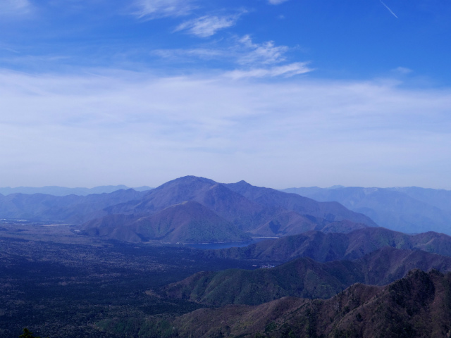 鬼ヶ岳(雪頭ヶ岳~鍵掛峠周回)登山口コースガイド 中間ピークからの竜ヶ岳・毛無山の眺望【登山口ナビ】