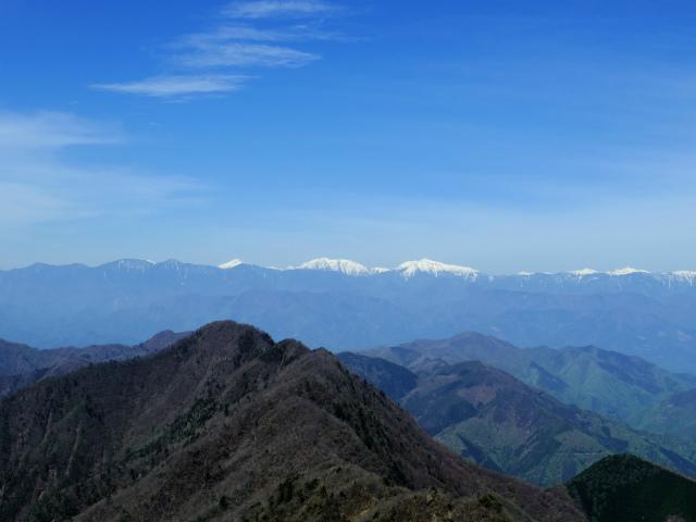 鬼ヶ岳(雪頭ヶ岳~鍵掛峠周回)登山口コースガイド 中間ピークからの南アルプス(赤石岳・悪沢岳)の眺望【登山口ナビ】