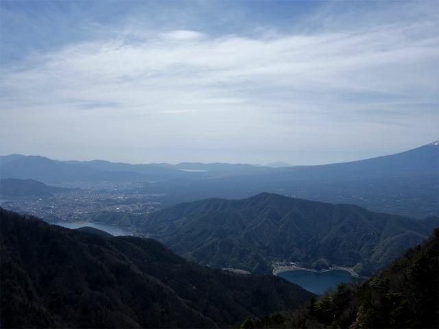 鬼ヶ岳(雪頭ヶ岳~鍵掛峠周回)登山口コースガイド 中間ピークから河口湖・山中湖の眺望【登山口ナビ】