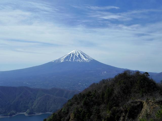 鬼ヶ岳(雪頭ヶ岳~鍵掛峠周回)登山口コースガイド 鬼ヶ岳山頂からの雪頭ヶ岳と富士山【登山口ナビ】
