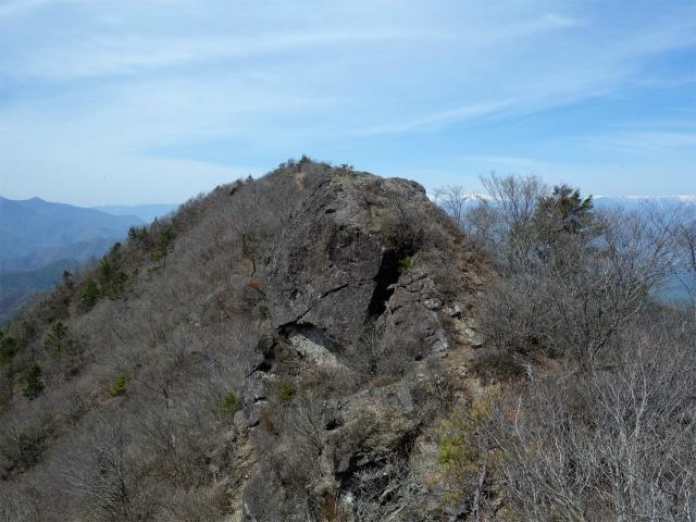鬼ヶ岳(雪頭ヶ岳~鍵掛峠周回)登山口コースガイド 稜線のコブ【登山口ナビ】