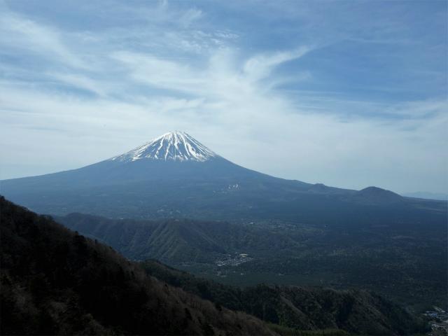 鬼ヶ岳(雪頭ヶ岳~鍵掛峠周回)登山口コースガイド 稜線のコブからの富士山【登山口ナビ】