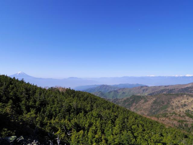 黒金山(桧尾~牛首のタル) 登山口コースガイド 黒金山山頂からの富士山の展望【登山口ナビ】