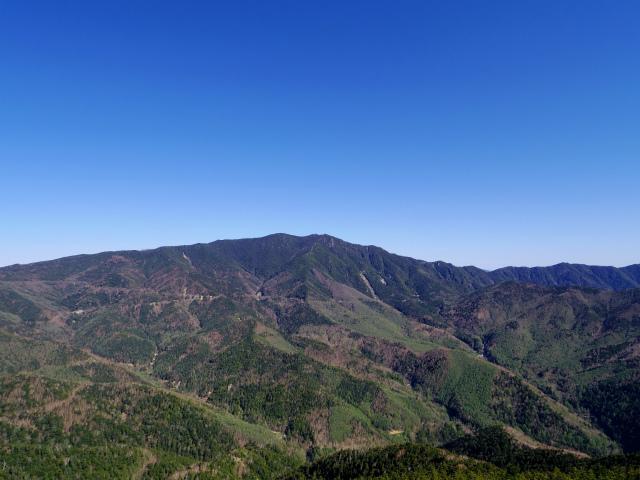 黒金山(桧尾~牛首のタル) 登山口コースガイド 黒金山山頂からの国師ヶ岳の展望【登山口ナビ】