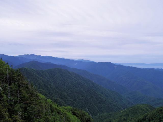 仙丈ヶ岳(地蔵尾根 松峰コース)登山口コースガイド 小ピーク手前の展望台からの南アルプス【登山口ナビ】