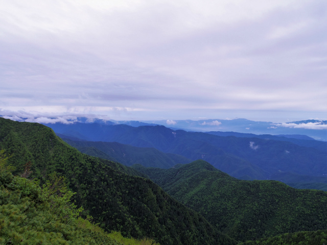 仙丈ヶ岳(地蔵尾根 松峰コース)登山口コースガイド ピーク付近からの塩見岳方面の眺望【登山口ナビ】