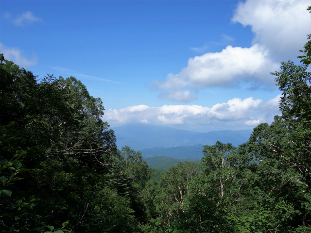 日光白根山(ロープウェイ山頂駅コース) 登山口コースガイド 地獄ナギからの武尊山【登山口ナビ】