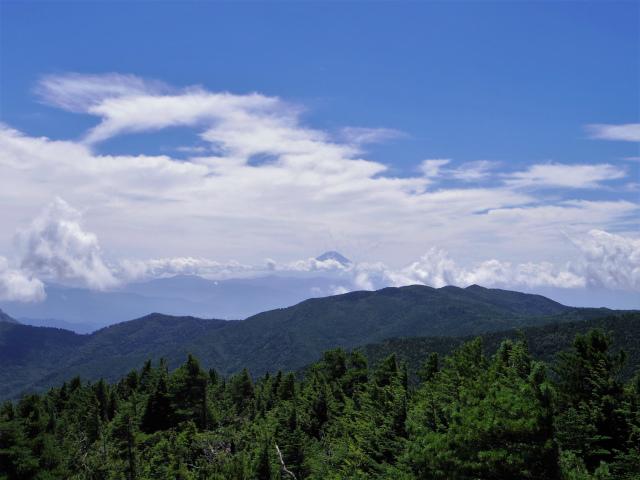 国師ヶ岳(天狗尾根) 登山口コースガイド 黒金山の奥に富士山【登山口ナビ】