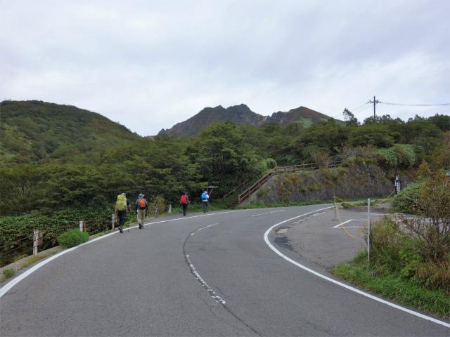那須岳(朝日岳~姥ヶ平) 登山口コースガイド 那須ロープウェイ駐車場付近【登山口ナビ】