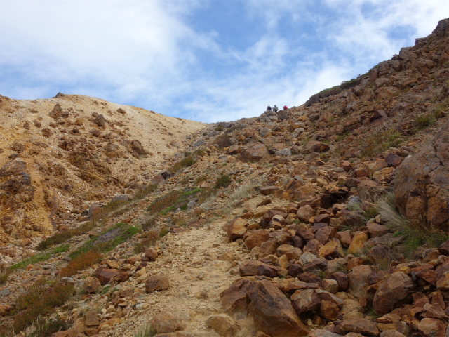 那須岳(朝日岳~姥ヶ平) 登山口コースガイド 朝日岳の肩の直下【登山口ナビ】