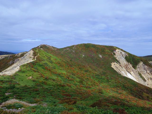 那須岳(朝日岳~姥ヶ平) 登山口コースガイド 朝日岳山頂からの紅葉の眺望【登山口ナビ】