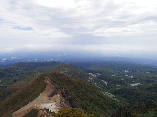 那須岳(朝日岳~姥ヶ平) 登山口コースガイド 朝日岳山頂からの関東平野の眺望【登山口ナビ】