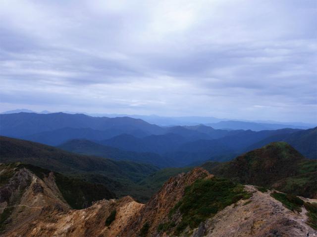那須岳(朝日岳~姥ヶ平) 登山口コースガイド 朝日岳山頂からの帝釈山地の眺望【登山口ナビ】