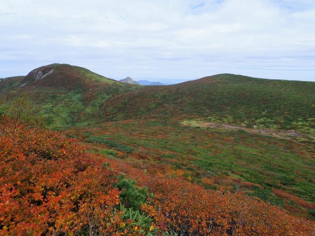 那須岳(朝日岳~姥ヶ平) 登山口コースガイド 1900m峰からの三本槍岳の眺望【登山口ナビ】