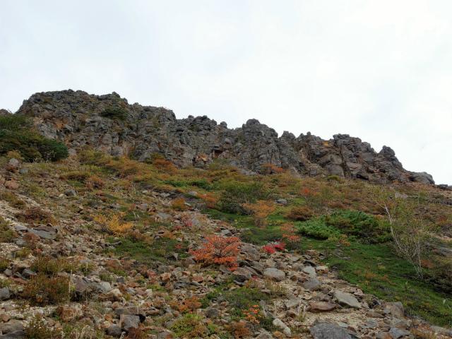 那須岳(朝日岳~姥ヶ平) 登山口コースガイド 剣ヶ峰の西面【登山口ナビ】