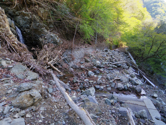 【早戸大滝】早戸川林道の土砂崩落箇所【登山口ナビ】