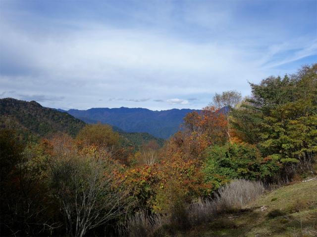 大菩薩嶺(小菅大菩薩道) 登山口コースガイド フルコンバから飛龍山の眺望【登山口ナビ】