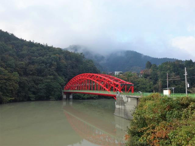 三頭山(ヌカザス尾根)登山口コースガイド 峰谷橋【登山口ナビ】