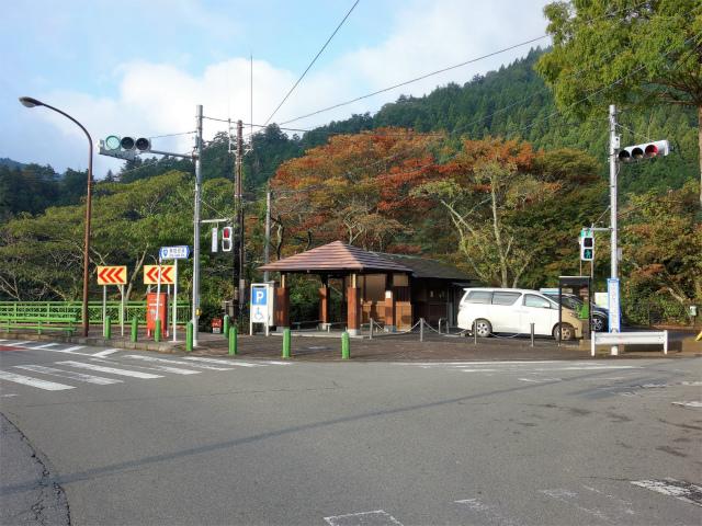三頭山(ヌカザス尾根)登山口コースガイド 峰谷橋駐車場【登山口ナビ】