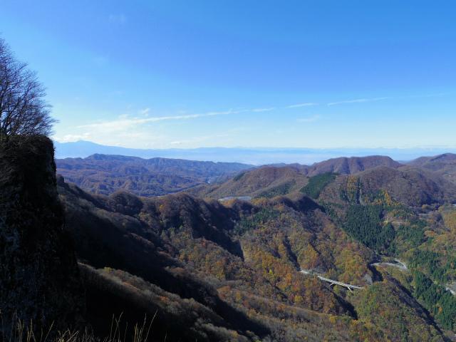 荒船山(威怒牟畿不動~艫岩~左岸コース周回)登山口コースガイド 艫岩展望台からの蓼科山【登山口ナビ】